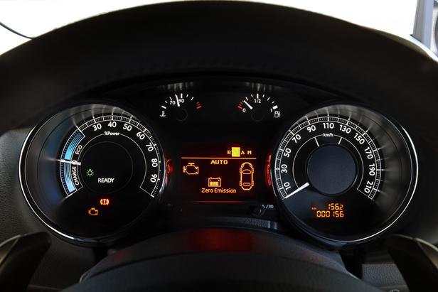 Modo Auto del Peugeot 3008Hybrid4.   Fuente: Peugeot.