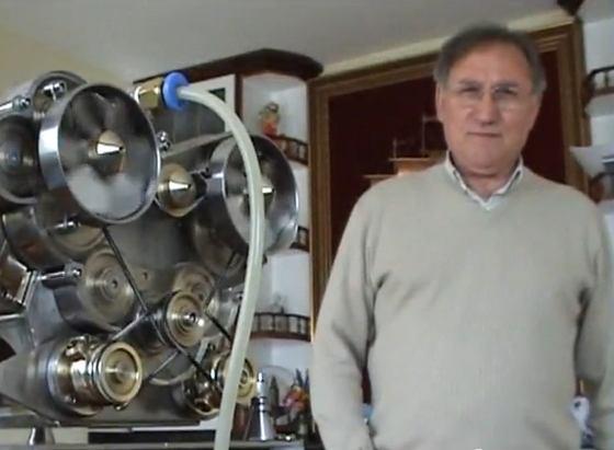 """Motor W16 con su creador """"Patelo"""""""