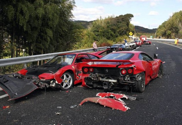 Dos ferraris accidentados